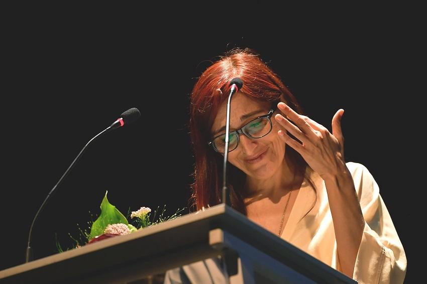 La activista española Helena Maleno reacciona tras recibir el ''Premio Guernica por la Paz y la Reconciliación'' en Guernica, el 11 de marzo de 2019.